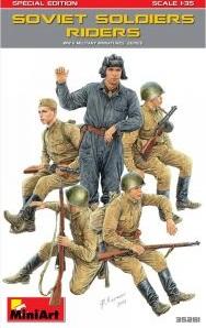 SOVIET SOLDIERS RIDERS WWII 1/35 35281